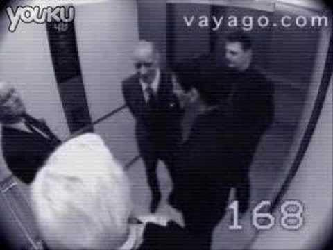 電梯里監控拍到的