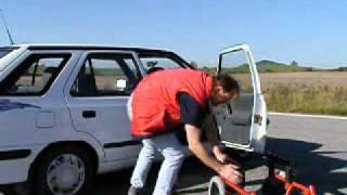 Speciální zařízení CARONY 001 ve voze ŠKODA Felicie - přesun ven z vozu
