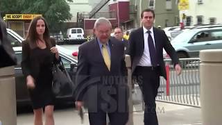 Juez no retirará cargos contra el senador Bob Menéndez