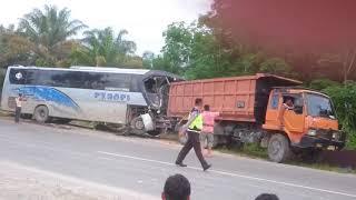 Video Kecelakaan bus pt rapi di simpang benar MP3, 3GP, MP4, WEBM, AVI, FLV Agustus 2018
