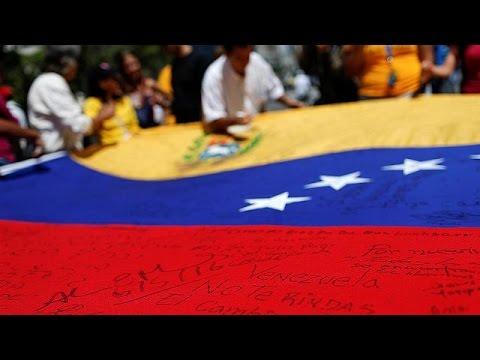 Στο χάος συνεχίζει να βυθίζεται η Βενεζουέλα – Δημοψήφισμα ζητούν οι πολίτες