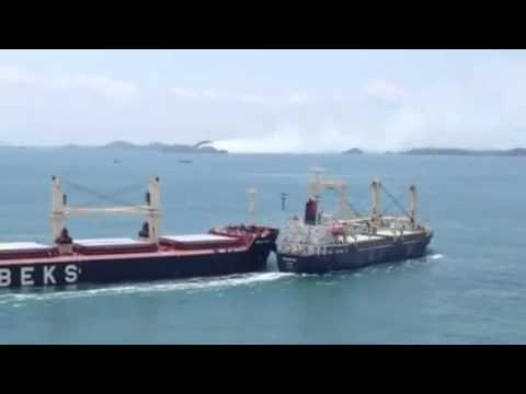 ship - Turkish bulk carrier collision to Vietnamese cargo vessel on Singapore Two ships (a bulk carrier and a cargo ship) collide in the Straits of Singapore. The S...