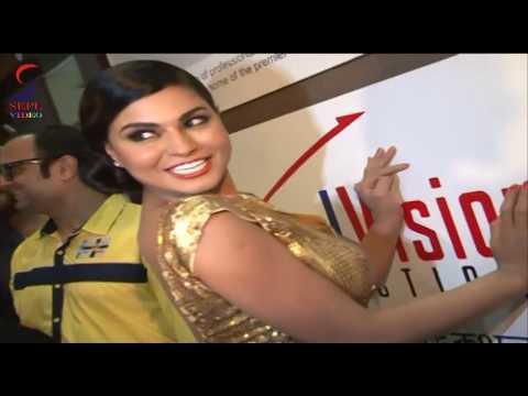 Too Close : Veena Malik And Ravi Kishan