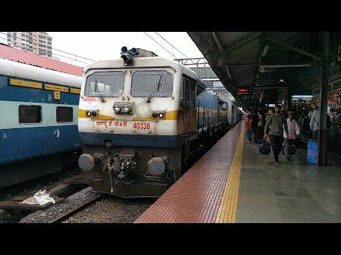 10103 Mandovi Express Entering Dadar Railway Station : Indian Railways