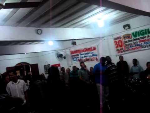 Cantor Marlos Araújo na mini vigilia da igreja Deus é o nosso refúgio