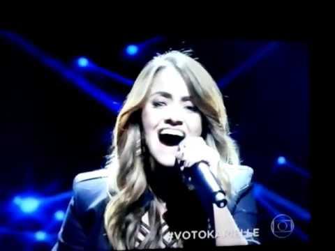 Karielle Gontijo cantando no 'Iluminados 2016'