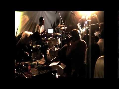La Parada Feat. Sound On Sound