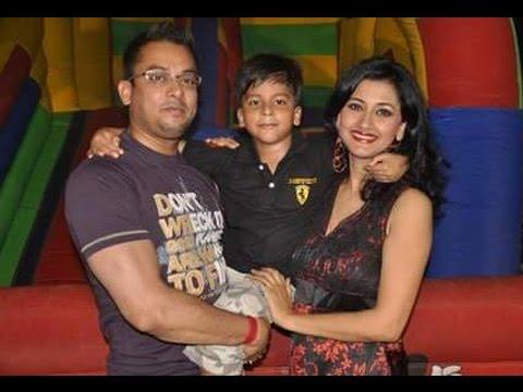Video Rachana Banerjee Family Album | Actress Rachana Banerjee with her Family download in MP3, 3GP, MP4, WEBM, AVI, FLV January 2017