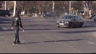 Szaleńczy street racing w BMW.