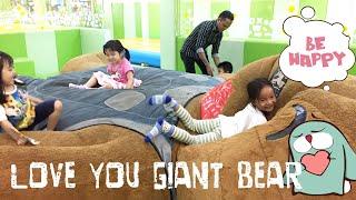 Empuknya lompat lompat di Badan Beruang Raksasa | Jump and Fun | Balon Beruang