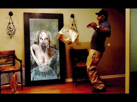 女主人邀請披薩外送員進屋稍等,沒想到這幅「突然活過來的畫」會把他嚇到後悔出生在這個世上!