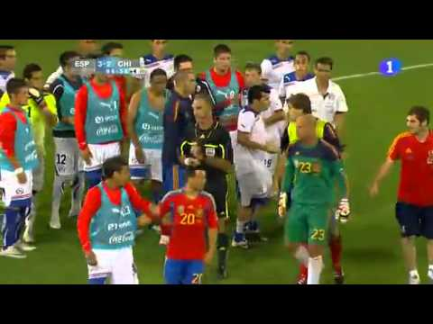 Spain 3 - Chile 2 . Fight Between Players (видео)