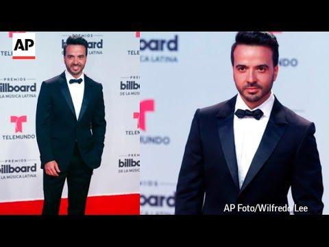 Luis Fonsi Cantando Despacito Y Emocionado de estar en Billboards 2017