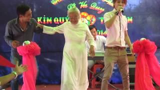 Cụ bà 83 tuổi nhảy cực sung trong đám cưới