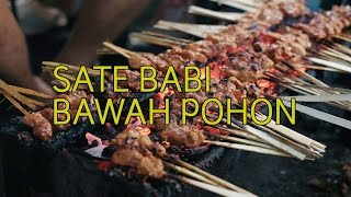 Video Ngantri Sate Babi Bawah Pohon! ( Bali Pork Satay)!!! Indonesian Food Tour in Bali MP3, 3GP, MP4, WEBM, AVI, FLV Mei 2019