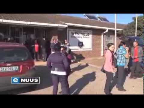 Woedende ouers sluit skole / Angry parents close schools