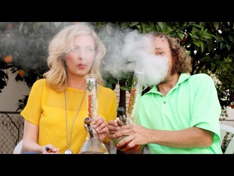 Marijuana - Marijuana Moms in Beverley Hills SUBSCRIBE: http://bit.ly/Oc61Hj A CONTROVERSIAL group of women who say smoking marijuana makes them better parents meet for ...