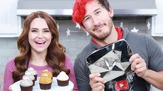 Download Youtube: YOUTUBE PLAY BUTTON CUPCAKES ft Markiplier! - NERDY NUMMIES