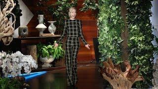 Video Saoirse Ronan Talks Golden Globes and Her Half-Clown Film Debut MP3, 3GP, MP4, WEBM, AVI, FLV Oktober 2018