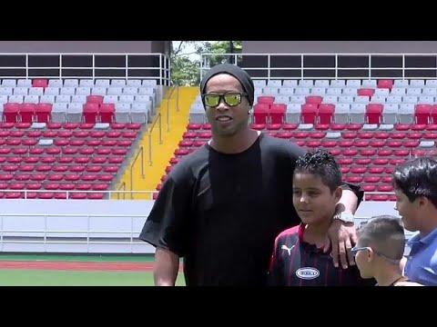 Brasiliens Altstar Ronaldinho beendet Fußball-Karrier ...