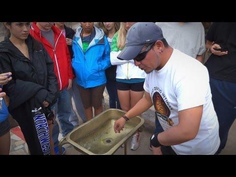 Как сливается вода из раковины на экваторе