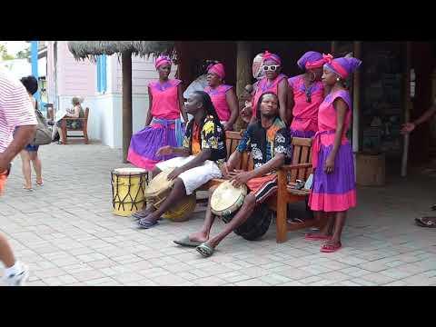 Music at Isla Rotan Honduras