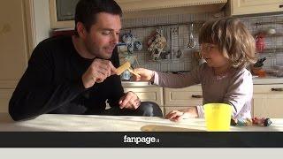 Un papà spiega il 25 aprile a sua figlia