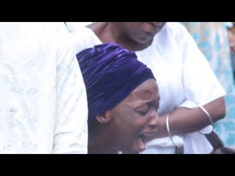 Nollywood Actor Gbenga Akintunde's Daughter, Wife And Saheed Balogun Shed Tears At His Burial