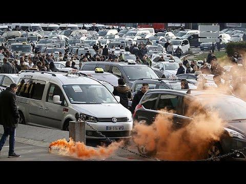 Γαλλία: επεισόδια και συλλήψεις στην απεργία των οδηγών ταξί
