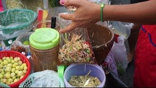 Video Green Papaya Salad Som Tam Streetfood in Thailand ส้มตำ MP3, 3GP, MP4, WEBM, AVI, FLV April 2019