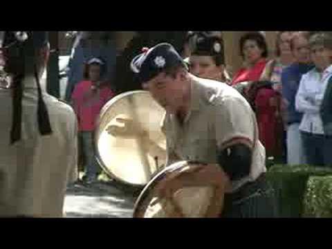 tambores (bodhrans) y gaitas de la banda del batallon de san patricio