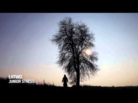 Tekst piosenki Junior Stress - Łatwo po polsku
