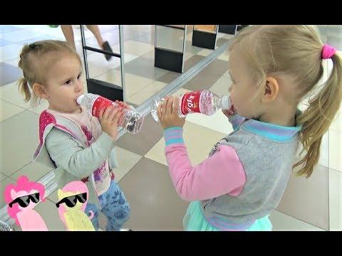 Детки в магазине  Алиса и подружки покупают вкусняшки !!! Сколько МУЛЬТЯШЕК в видео Алисы ? (видео)