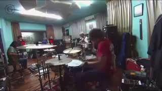 MENGINTIP LATIHAN band GIGI di studio   asli keren