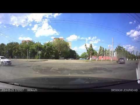 Авария в Челябинске  на перекрестке Марченко