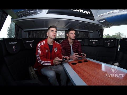 Los jugadores conocieron el nuevo micro Andesmar de River