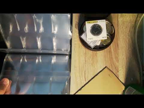 Vaticano P.Francesco inserisco le monete nell'album - numismatica
