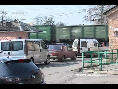 Чи можливо позбутися корок у Рівному поблизу залізничного переїзду? [ВІДЕО]