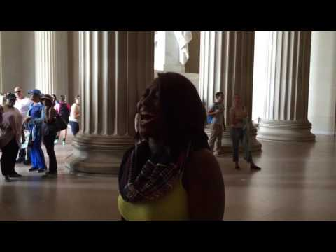 This woman sings the the Star Spangled Banner at the Lincoln Memorial leaving breathless all visitors
