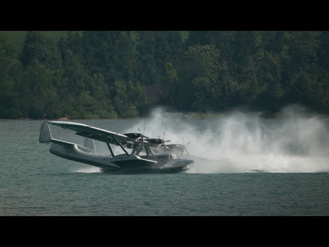 Seaplane Accidentally Performs the Most Epic Landing Ever Spin Upon Water