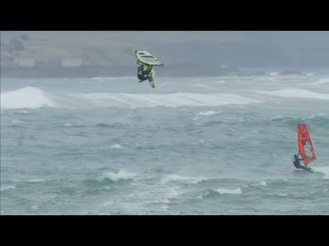 Surfen in Irland: Hier fliegen die besten Surfer der Welt über peitschende Wellen