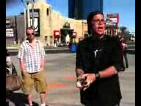 Chris The Street Magician Performing *** LIVE*** on the Las Vegas Strip