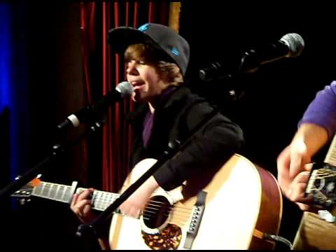 Justin Sings private acoustic show in paris @ jamel comedy club 25/11/09, he says