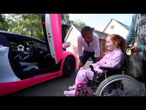 Sorpresa a una niñ4 enferma con un Lamborghini Aventador