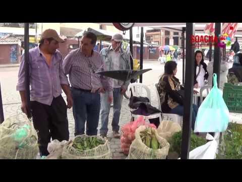 Campesinos  del municipio dan a conocer  sus productos  en el parque  principal de Soacha