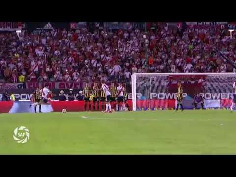 Gol de tiro libre de Scocco a Olimpo