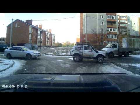 Неадекват на дороге с топором