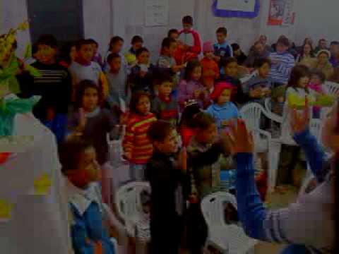 crianças louvando em Lagoao-RS