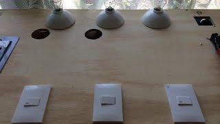 En esta ocación aprenderemos a controlar tres lamparas desde tres puntos diferentes.CHECA ESTOS OTROS VIDEOS!!!Porqué se queman mis tomacorrientes?: https://youtu.be/mdWU2ot4bu0Cómo conectar lamparas y apagadores: https://youtu.be/atKhCh-edvsCómo hacer una lámpara de prueba para detectar la fase y problemas eléctricos o de continuidad: https://youtu.be/h52SXXkQk0AInstalación eléctrica de una casa: https://youtu.be/8ye9Gr-i-uQ Cuantos contactos puedes poner en un interruptor termomagnético??: https://youtu.be/bcCVErh_7aYFacebook: https://www.facebook.com/joseriosr2No olvides suscribirte y activar las notificaciones para enterarte  de los nuevos vídeos.Saludos y buenas vibras!!