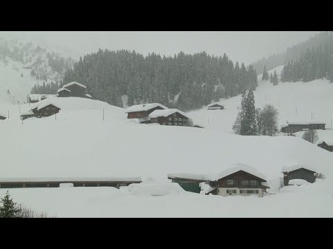 Tourists stranded after snow cuts off access to Swiss town